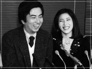 大和田獏と岡江久美子の結婚会見画像